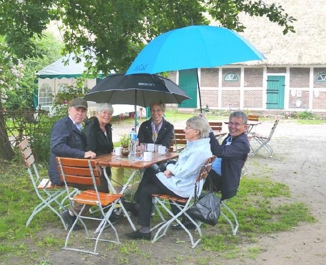 Trotz Regen freut sich die Deutsche Stiftung Denkmalschutz auf das Frühlingsfest auf dem Hof Eggers in der Ohe.1