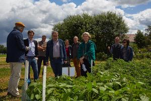 Bio hautnah: Auf den Feldern erkundeten die Gäste die Landwirtschaft und Natur aus nächster Nähe.
